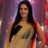 Sunny Leone Rocks In A Saree