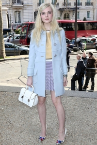 Elle-Fanning-enjoying-retai