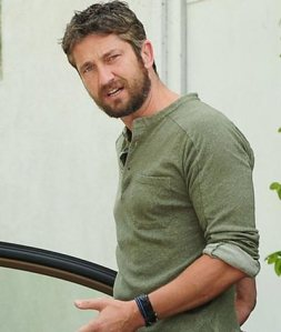 Gerard-Butler-Enjoying-With-Mystery-Mate