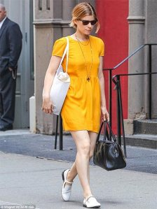 Kate-Mara-enjoys-shopping-after-schedule--wraps