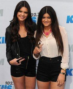 Kylie-&-Kendall-Jenner-rocks-at-Eminem-&-Rihanna's-Monster-Tour