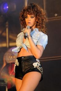 Rihanna--enjoys-at-Jeremih'