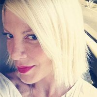 Tori Spelling Now A Hair Stylist