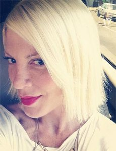 Tori-Spelling-Now-A-Hair-Stylist