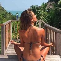 Jessica Alba Flaunts in Bikini