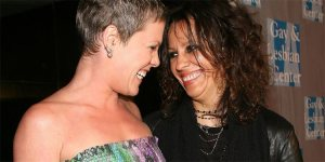 Sara-Gilbert-and-Linda-Perr