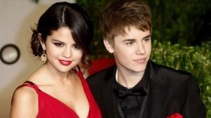 Justin-Bieber-and-Selena-Go